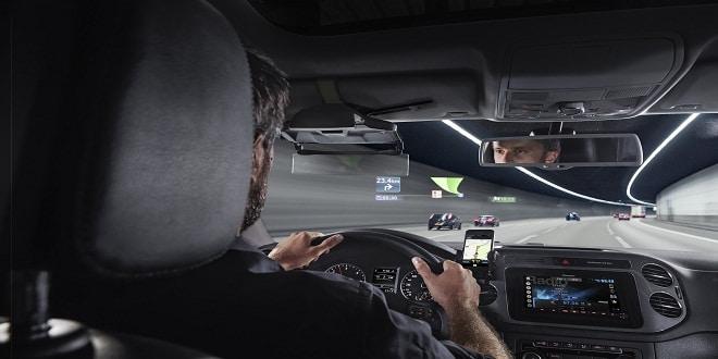 تطبيق هودواي.. يحول الهاتف لجهاز عرض للمعلومات على زجاج السيارة