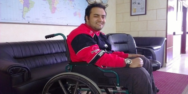 """أحمد جمال أحمد.. شاعر شاب صنعت منه الإعاقة """"بيرم التونسي"""" الجديد"""