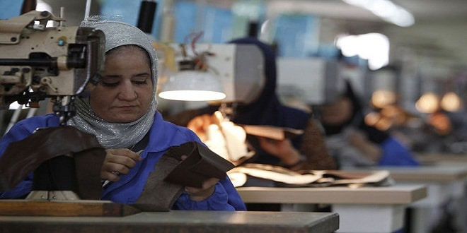 يوم المرأة العالمي يحتفي بالأم العاملة